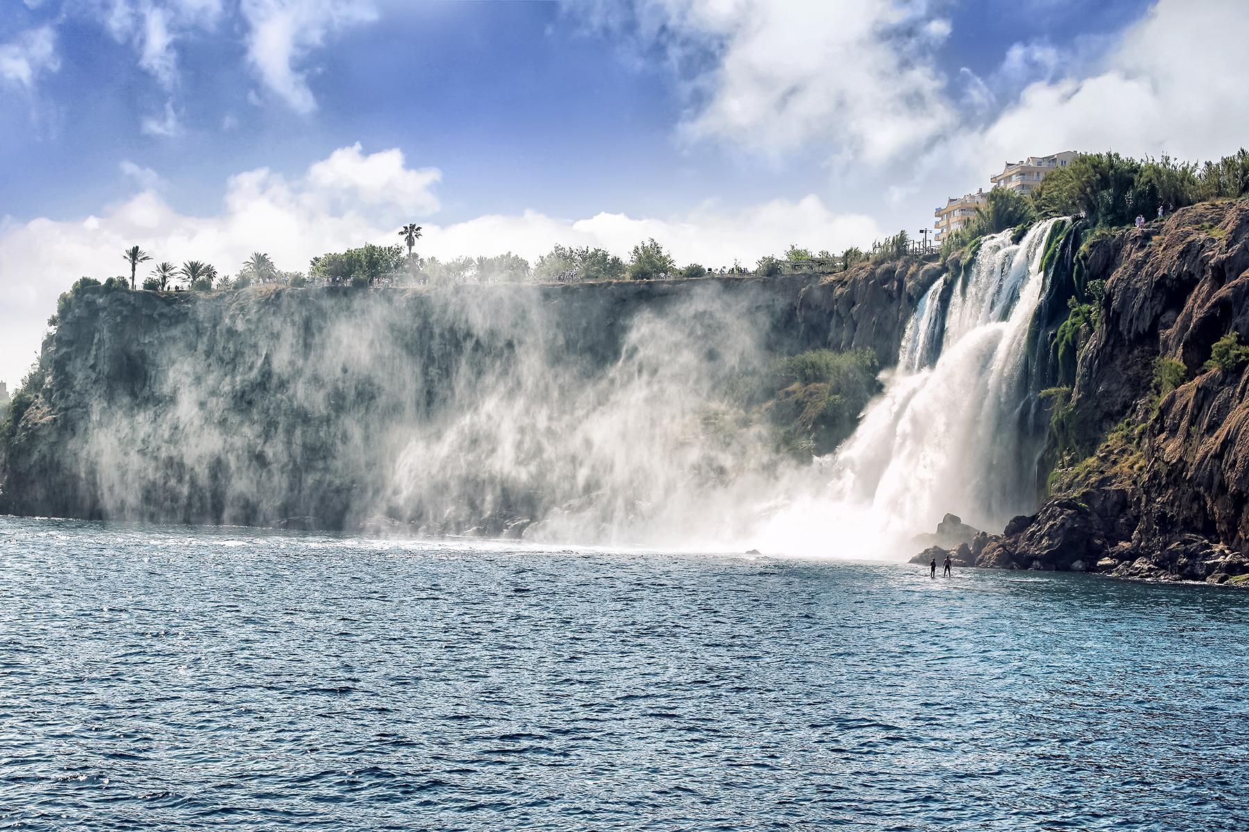 05_AdevnturousBabymoons__WaterfallsoutsideofAnatalya_shutterstock_69948172