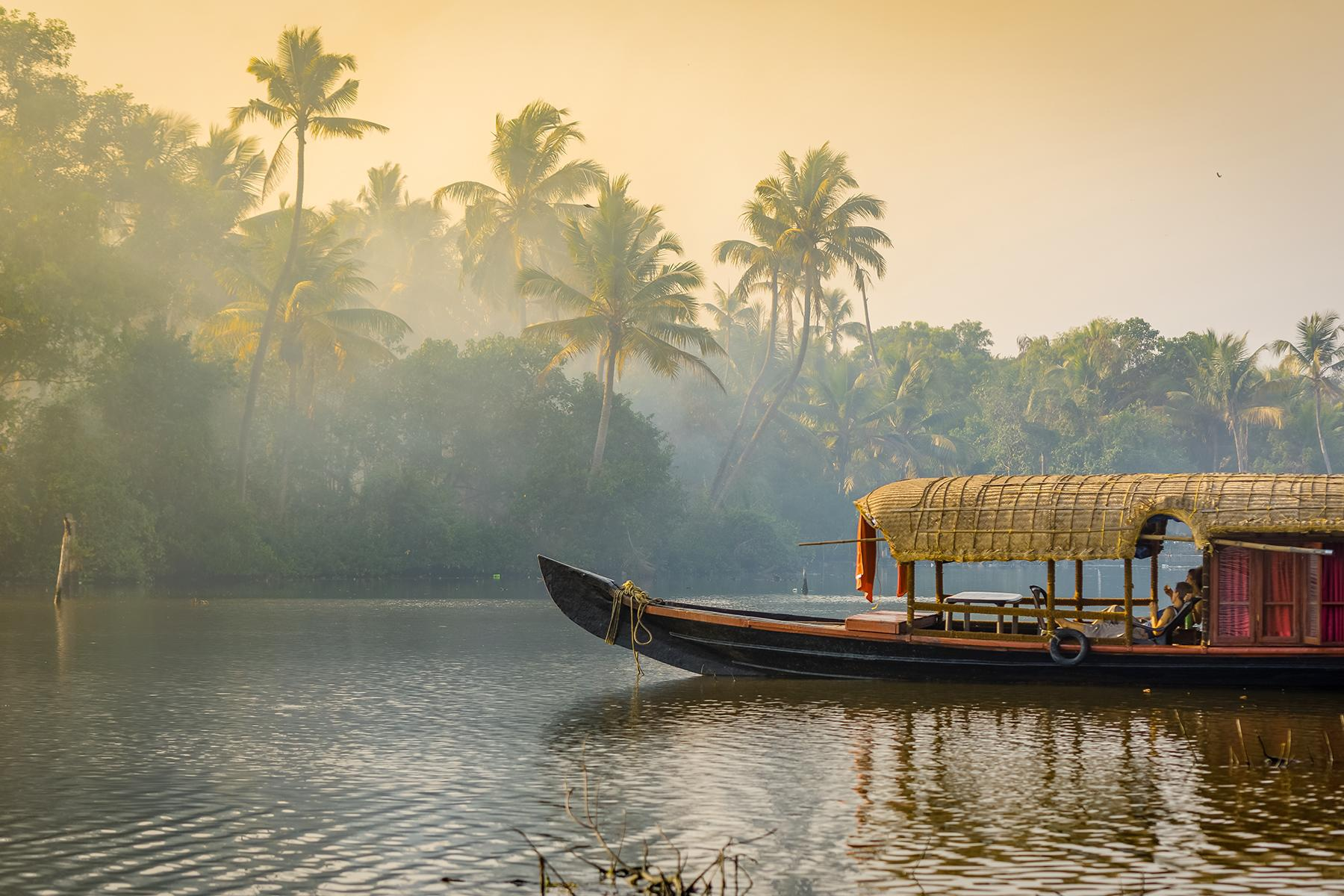 08_BeachHoneymoon__Kerala_shutterstock_677104483