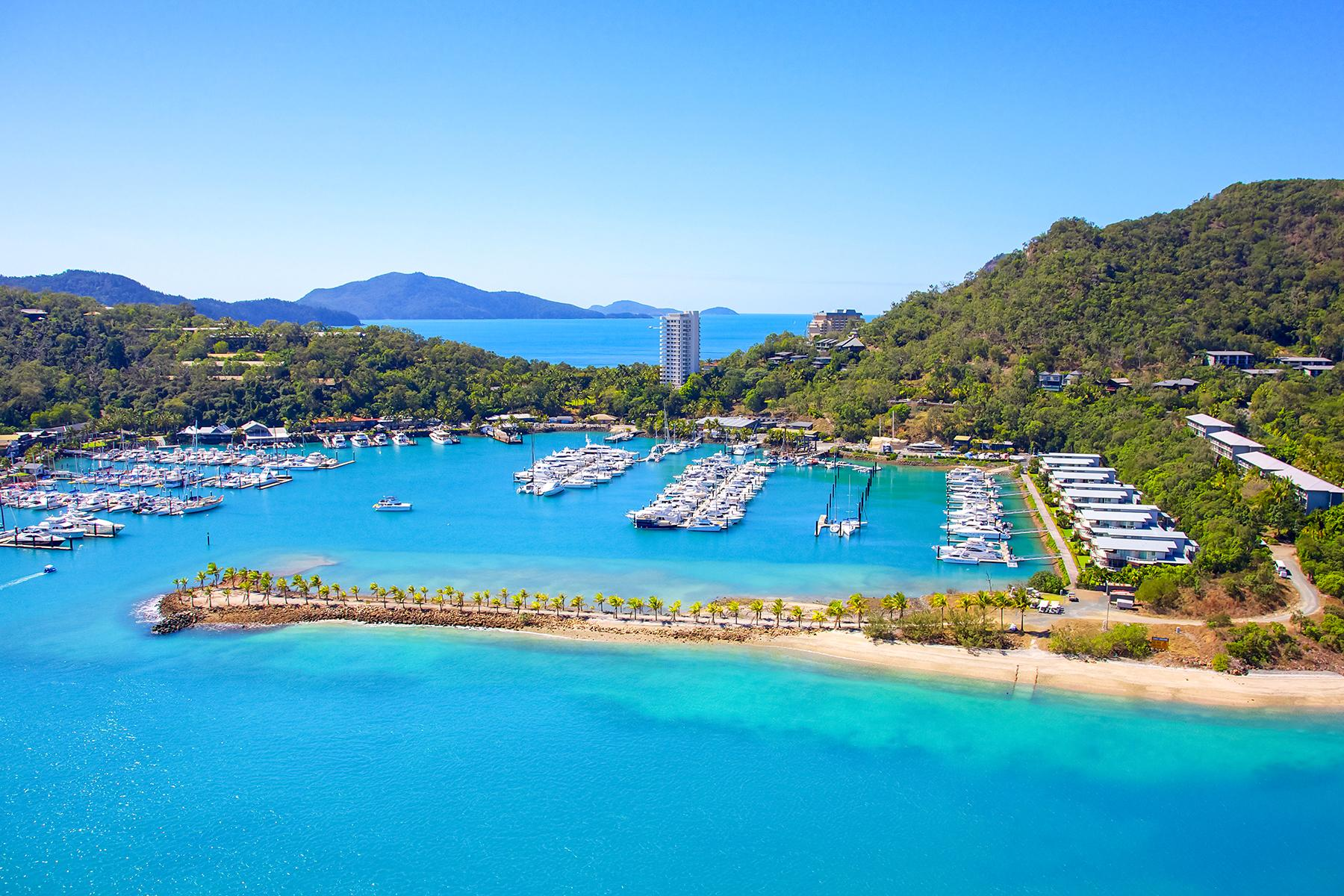 09_BeachHoneymoon__HamiltonIsland_shutterstock_143133088
