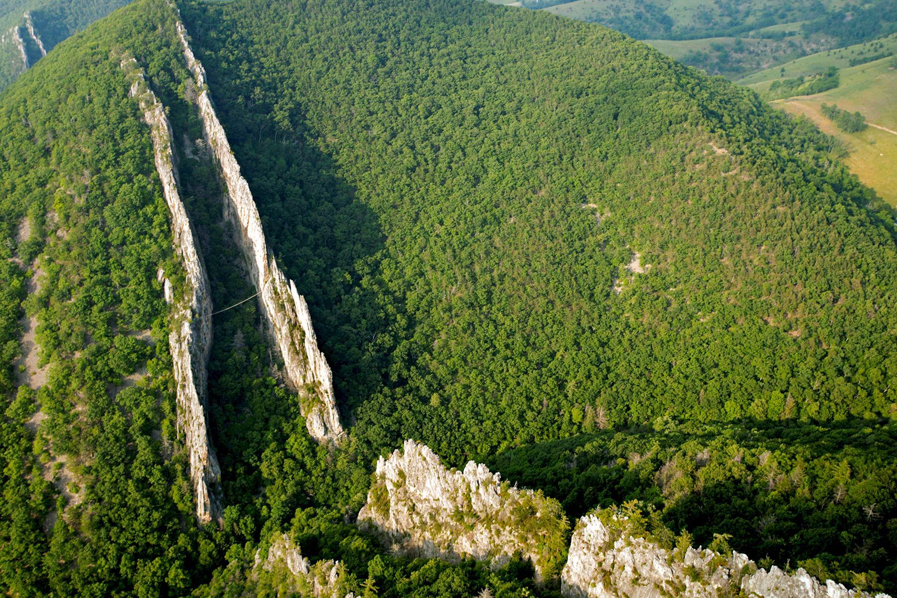 09_WestVirginia__AnchoredHikingtrail_9.) Aerial Fins High-Res