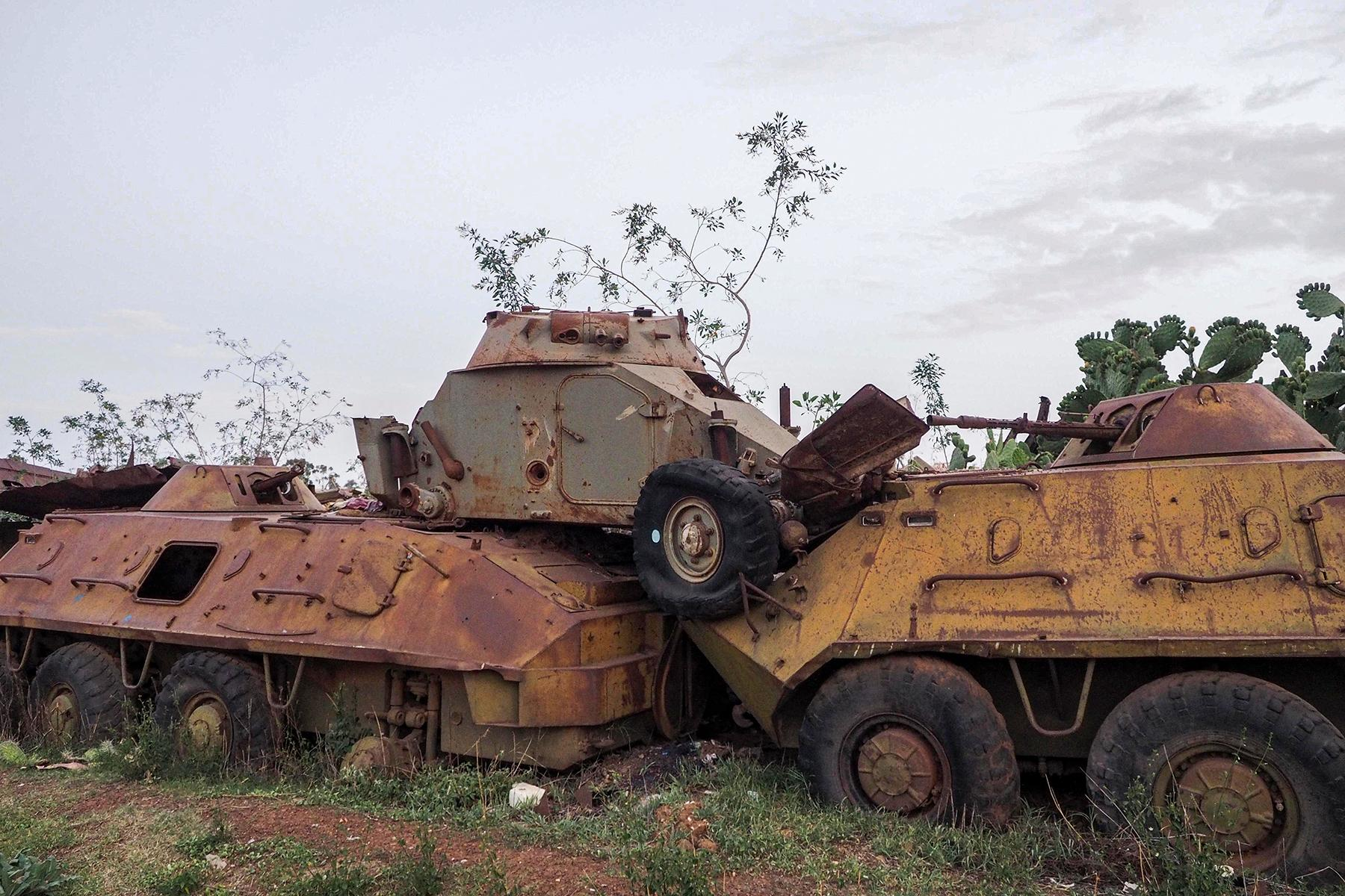 08_AsmaraHermitKingdom__MilitaryTankGraveyard_8.) Wiki_Tank_Graveyard__Asmara,_Eritrea_(30479695820)_CC BY-SA 2.0