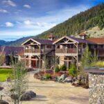 12_01_HotelAwards2020__USA_TheRanchAtRockCreek_12 4 The Granite Lodge