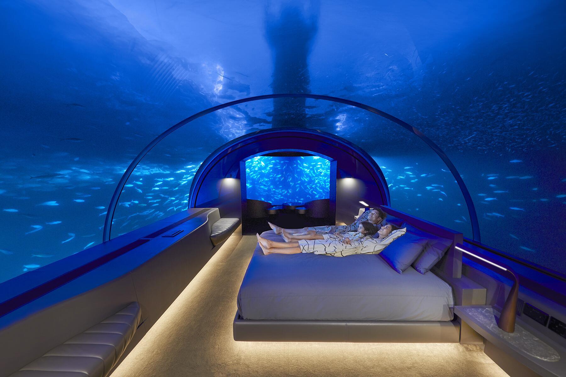 04_UnexpectedHoneymoons__SleepUnderwaterinMaldives_4.) THE MURAKA_HERO_Undersea Bedroom Night_Lifestyle_Family_Credit Justin Nicholas
