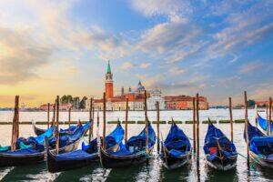 HERO_Venice__GondolasandOtherFamousAttractions_iStock-1067544520