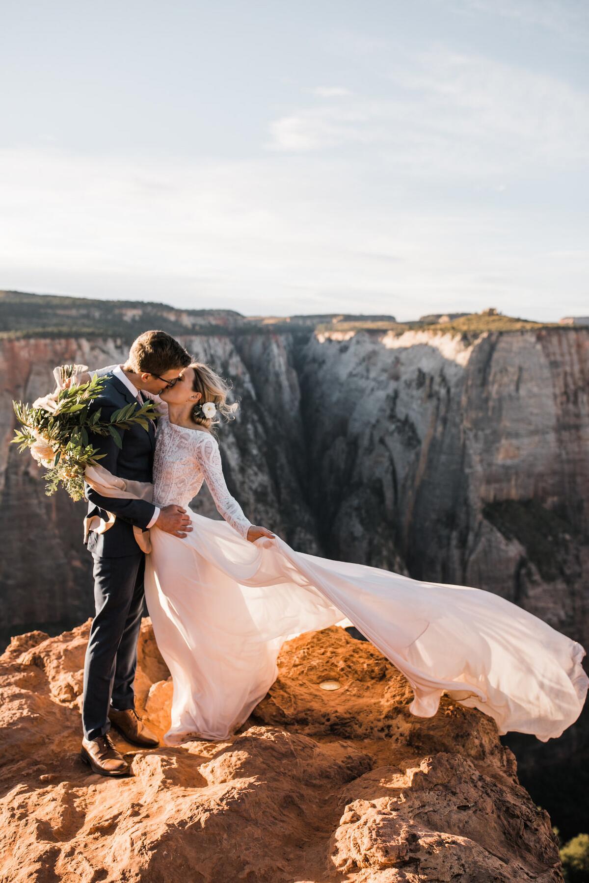 03_AdventurePhotoEssay__ErinandMarshall_3.) Zion-National-Park-Hiking-Elopement-Wedding-Hearnes-Photography-51