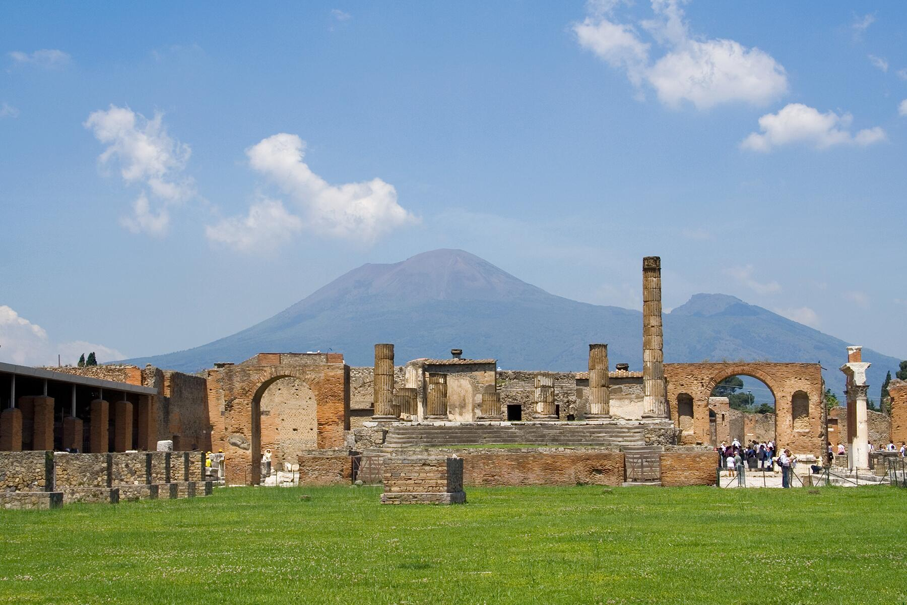 How to See the Volcanoes in Around Italy's Bay of Naples