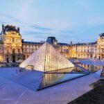 07_BestMuseumsFrance__Louvre_7 Cour Napoléon et Pyramide © Pyramide du Louvre, arch. I. M . Pei, Musée du Louvre, dist