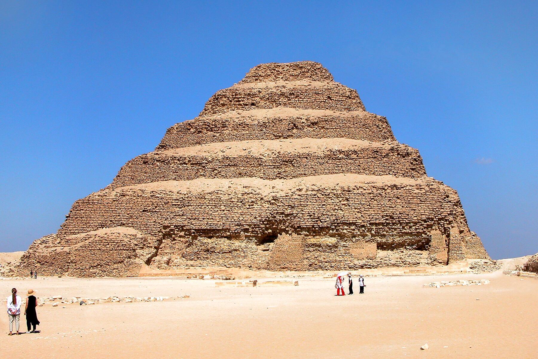 05_OldestManmadeStructure__PyramidofDjoser_5.) Egypt-12B-021_-_Step_Pyramid_of_Djoser