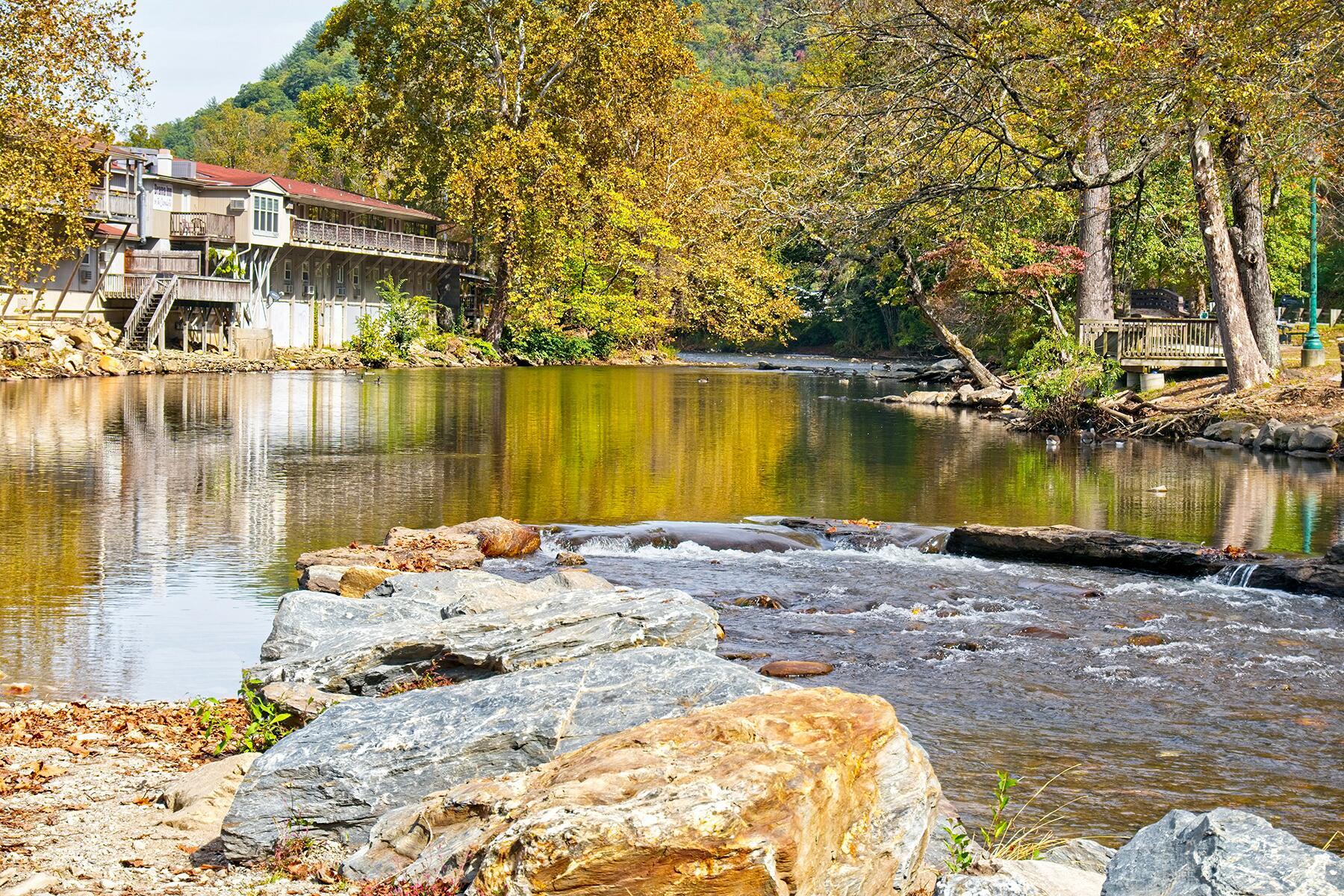 Charlotte to Bryson City, North Carolina (Great Smoky Mountain National Park)