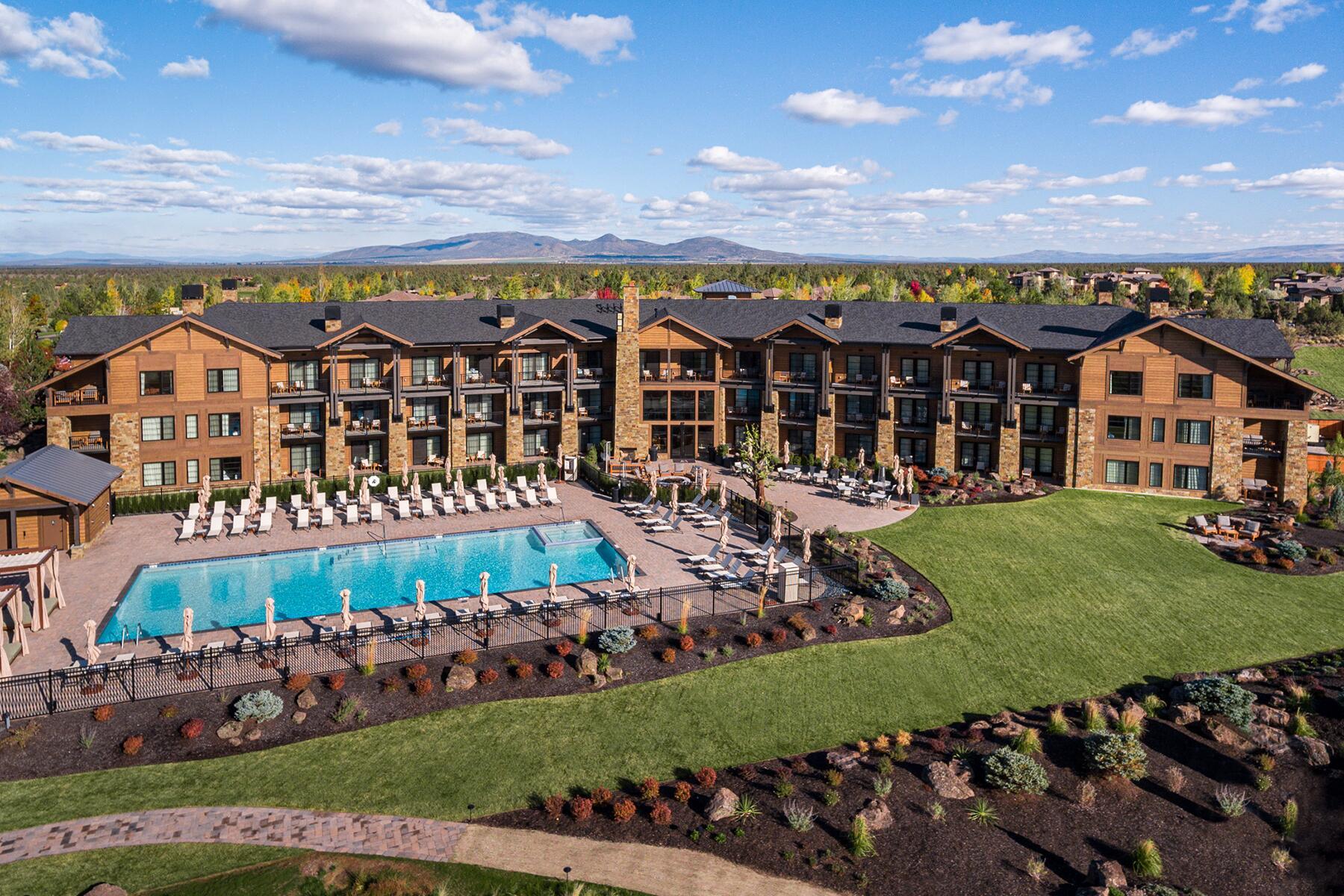 05_RentEntireVillaInnBnb__PronghornResort_5 Huntington Lodge Pool