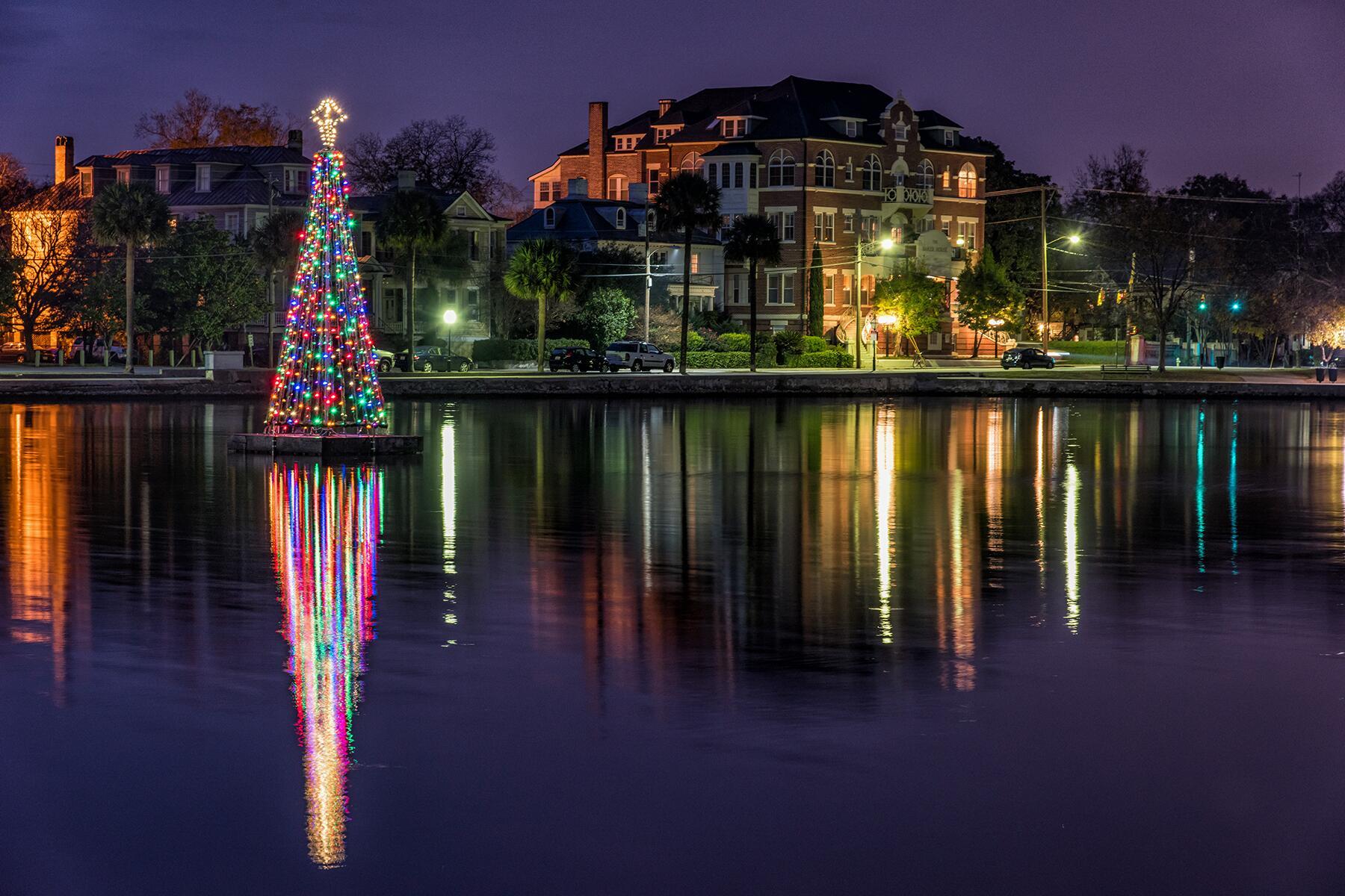 14_RentEntireVillaInnBnb__HarbourViewInn_14 Charleston Festival of Lights